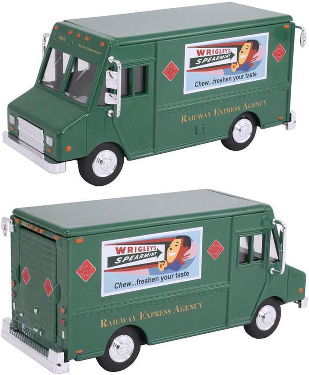 "1:48 Delivery Step Van ""Railway Express Agency"" (Green)"