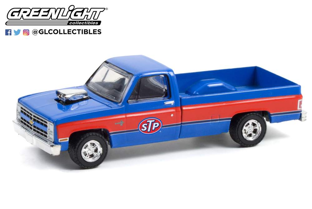 1:64 Running on Empty Series 13 - 1987 Chevrolet Silverado with Blown Engine - STP
