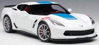 1:18 Chevrolet Corvette Grand Sport (Arctic White/Blue Stripes/Red Fender Hash Marks)