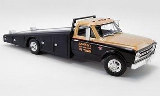 "1:18 1967 Chevrolet C-30 Ramp Truck ""Smokey Yunick"""