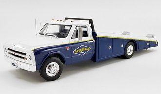 "1:18 1967 Chevrolet C-30 Ramp Truck ""Goodyear"""