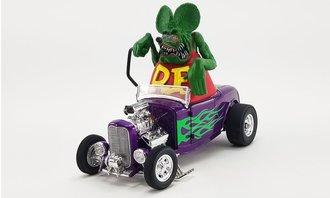 1:18 1932 Ford Roadster w/Rat Fink Figure