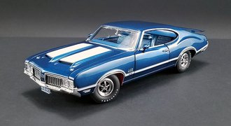 1:18 1970 Oldsmobile 442 (W30 Twilight Blue w/White Stripes)