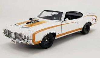 """1:18 1972 Oldsmobile 442 Drag Outlaw """"Hurst Shifters"""" (White)"""