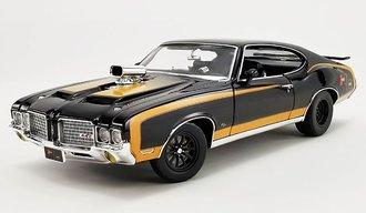 "1:18 1972 Oldsmobile 442 Drag Outlaw ""Hurst Shifters"" (Black)"