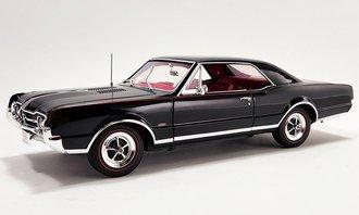 1:18 1967 Oldsmobile 442 W-30 (Ebony Black on Red)