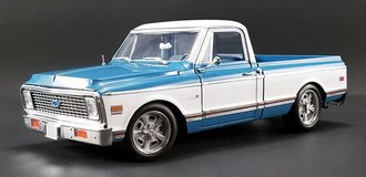 1:18 1971 Chevrolet C-10 Custom (Blue/White)
