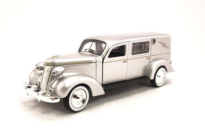 1:43 1937 Studebaker Hearse (Silver)