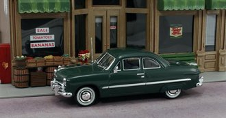1:43 1949 Ford 2-Door Coupe (Meadow Green) w/Fender Skirts