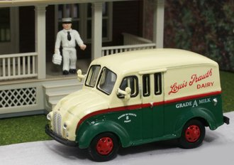 "1:87 Divco Delivery ""Louis Trauth Dairy"" w/Milkman & Carrier"