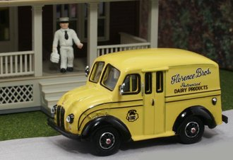 "1:87 Divco Delivery ""Florence Bros. Dairy Products"" w/Milkman & Carrier"