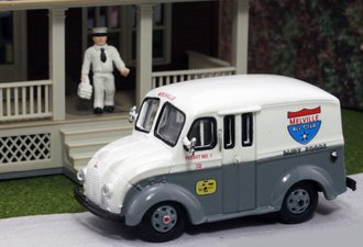 "1:87 Divco Delivery ""Melville Dairy"" w/Milkman & Carrier"