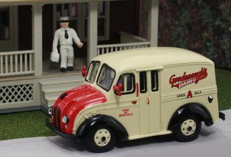 "1:87 Divco Delivery ""Goodenough's Dairy"" w/Milkman & Carrier"