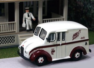 "1:87 Divco Delivery ""Hull's Dairy"" w/Milkman & Carrier"
