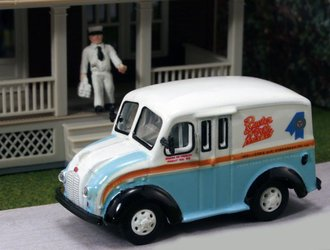 "1:87 Divco Delivery ""Rueter Worth Dairy"" w/Milkman & Carrier"