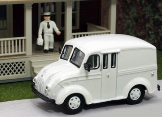 1:87 Divco Delivery (White - Undecorated) w/Milkman & Carrier