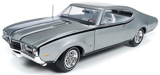 "1:18 1968 Oldsmobile Cutlass Hurst Oldsmobile ""Class of 68"" ""50th Anniversary"" (Peruvian Silver & Bl"