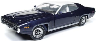 "1:18 1971 Plymouth Satellite Sebring Plus ""MCACN"" (FC7 Purple w/White Vinyl Roof)"