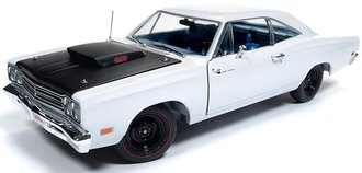 "1:18 1969½ Plymouth Road Runner Post Coupe ""Hemmings Muscle Machines"" (White)"