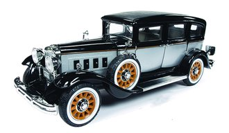 1:18 1931 Peerless Master 8 Sedan (Black/Silver)