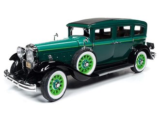 1931 Peerless Master 8 Sedan (Tri-Tone Green)
