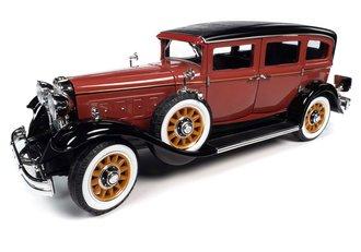 1931 Peerless Master 8 Sedan (Red/Black)