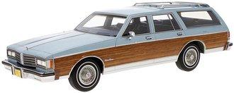 1:18 1985 Oldsmobile Custom Cruiser (Light Blue Metallic w/Wood Optics)