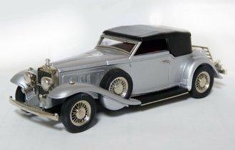 1933 Stutz DV-32 Rollsten Bodied Victoria Convertible (Silver Metallic)