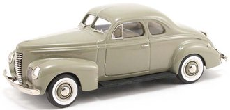 1939 Nash Ambassador 8 2-Door Coupe (Sandbar Light)
