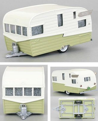 1958 Shasta Airflight Travel Trailer (Colonial White/Yellow)