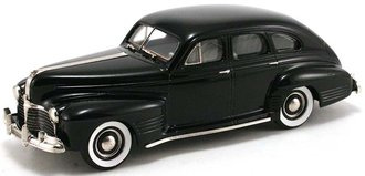 1941 Pontiac Streamliner Torpedo 4-Door Sedan (Black)