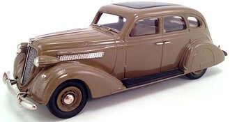 1939 Nash Ambassador 8 4-Door Sedan (Brown)