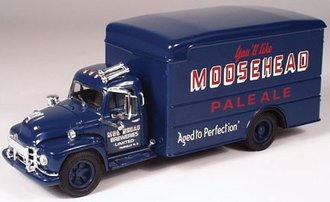 "Diamond T620 Box Van ""Moosehead"""