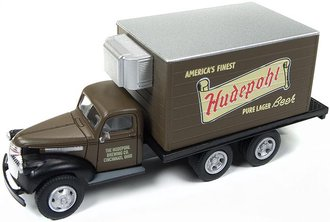 "1:87 1941-46 Chevy Refrigerated Box Truck ""Hudepohl Beer"" (Brown)"