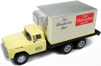 """1:87 1960 Ford Refrigerated Box Truck """"Old Milwaukee Beer"""" (Dull Yellow/Cream)"""