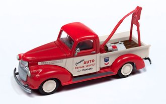 """1941-1946 Chevy Tow Truck """"Standard Oil"""" (Red/White)"""