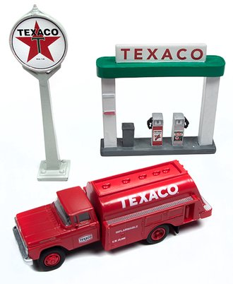 """1:87 1960 Ford Tank Truck w/Station Sign & Gas Pump Island """"Texaco"""" (Red/Green)"""