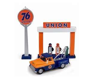 "1955 Chevy Tow Truck w/Station Sign & Gas Pump Island ""Union 76"" (Blue/Orange)"