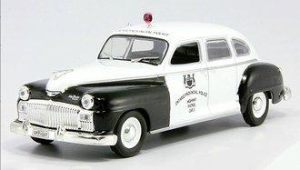"""1946 DeSoto DeLuxe Sedan Police """"Ontario Provincial Police Highway Patrol"""" (Black/White)"""