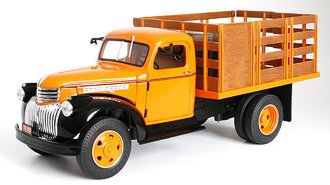 1946 Chevy Stake Truck w/Barrels (Omaha Orange/Black)