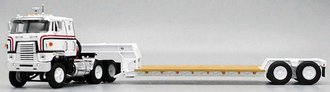 1:64 International TranStar w/Rogers Lowboy Trailer (White)