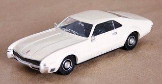 1966 Oldsmobile Toronado (Cream)
