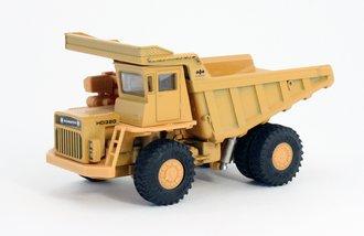 1:60 Komatsu Dump Truck