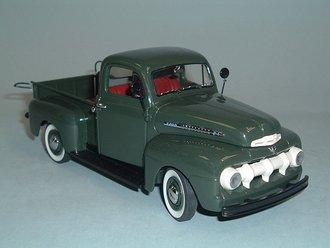 1951 Ford F-1 Pickup Truck (Green)