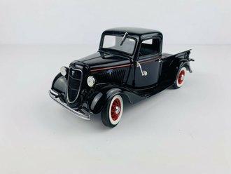 1935 Ford Pickup (Black)