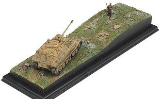 Porsche Sd.Kfz.184 Elefant w/Anti-Tank Rifleman Diorama