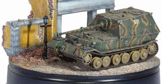 Ferdinand (Zimmerit Coating) S.Pz.Jg.Abt.654 Eastern Front w/Diorama Buildings
