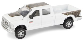 1:64 RAM 2500 Pickup Truck (White w/Realtree Camo)