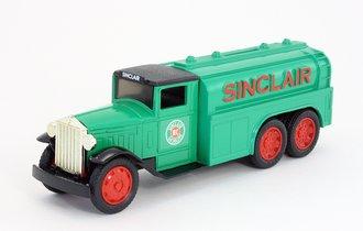 """1:34 1930 Diamond T Tanker """"Sinclair"""" (Bank)"""