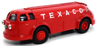 1:38 Texaco #11 1934 Diamond T Doodlebug (Bank)